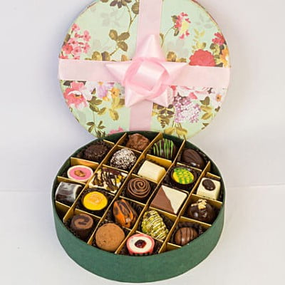 Delectable Chocolates In Floral Box- 21 Pcs